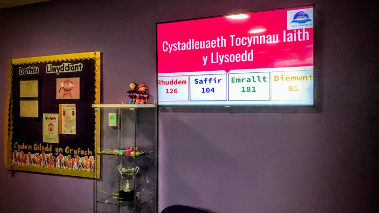 House points being displayed on a screen at Welsh Medium School, Ysgol Glan Morfa